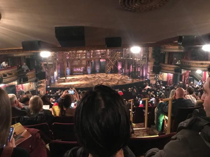 Vista sentada para Richard Rodgers Theatre Secção Orchestra L Fila W Lugar 1