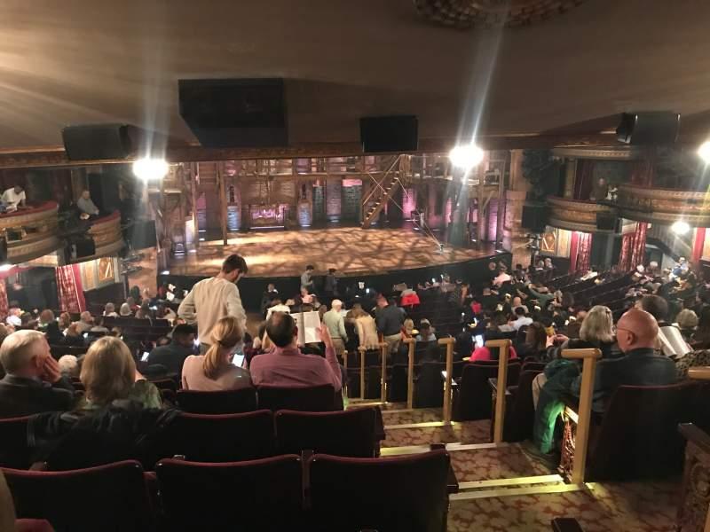 Vista sentada para Richard Rodgers Theatre Secção Orchestra L Fila W Lugar 3