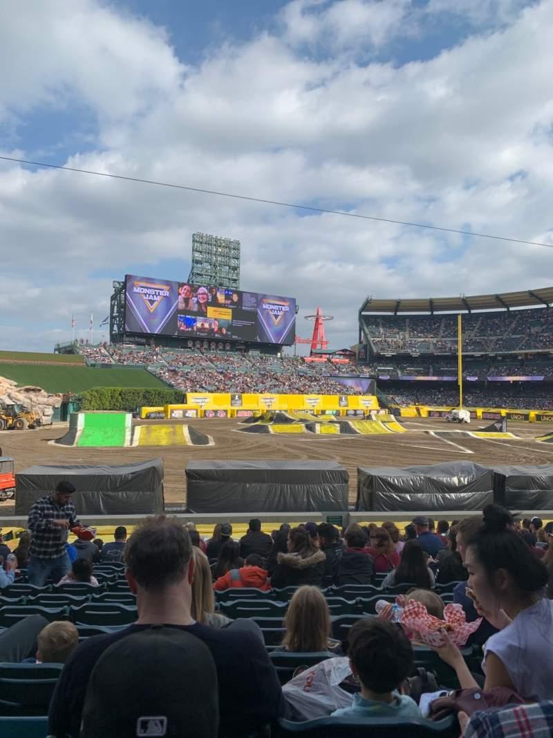 Vista sentada para Angel Stadium Secção 105 Fila Z Lugar 9