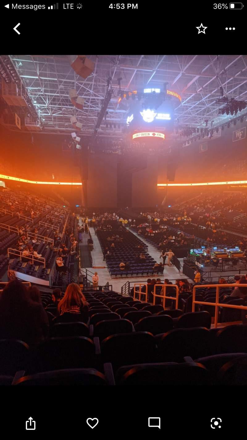 Vista sentada para Greensboro Coliseum Secção 115 Fila SS Lugar 16