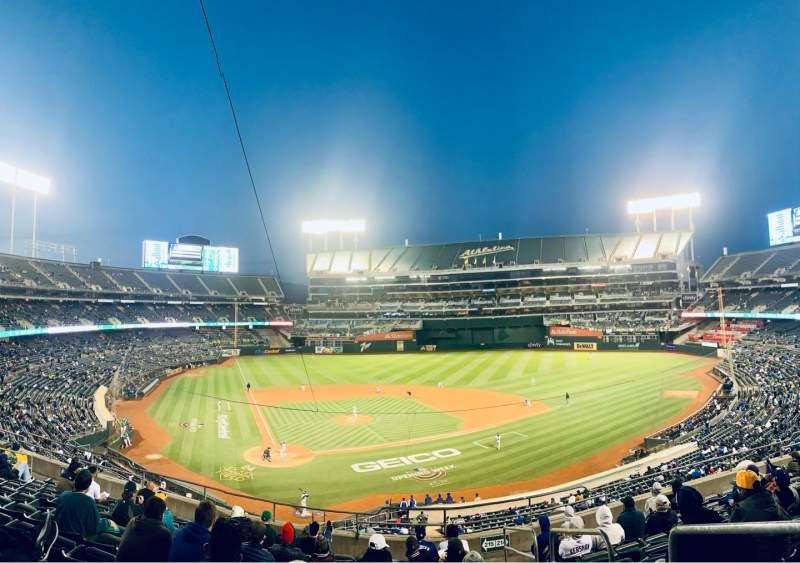 Vista sentada para Oakland Coliseum Secção 215 Fila 11 Lugar 1