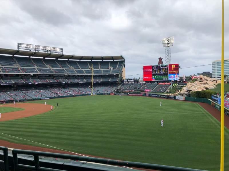 Vista sentada para Angel Stadium Secção 346 Fila B Lugar 7