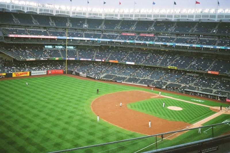 Vista sentada para Yankee Stadium Secção 330 Fila 3 Lugar 21
