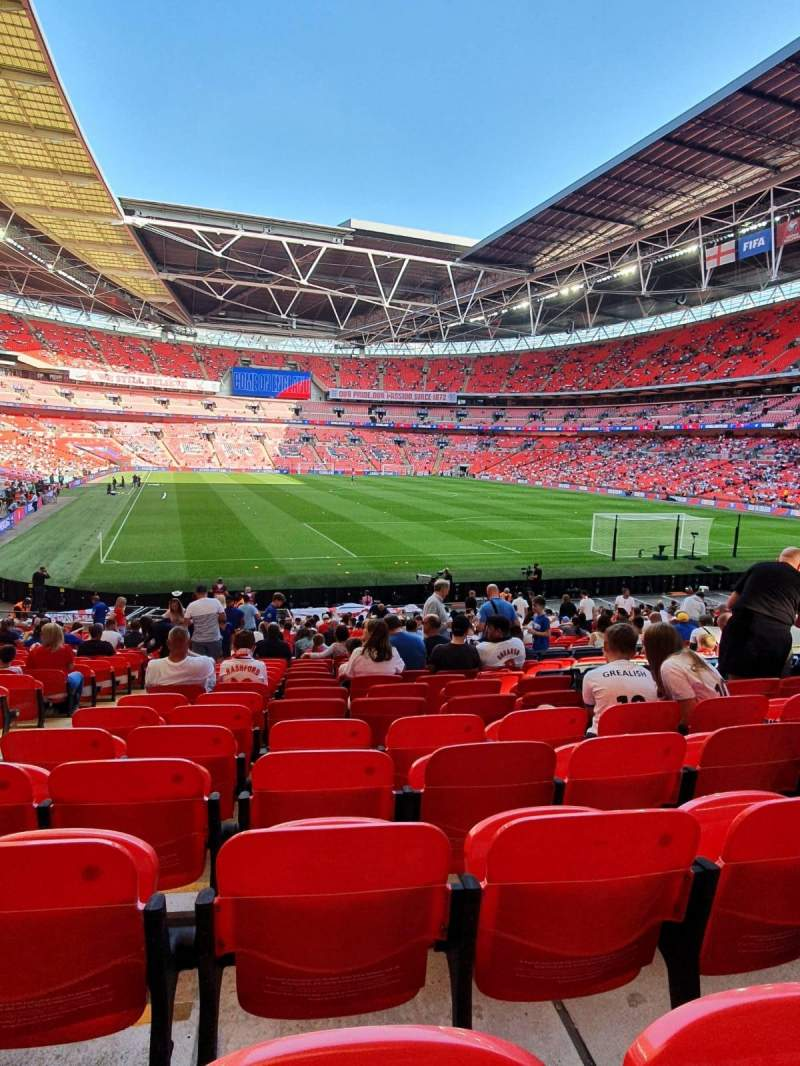 Vista sentada para Wembley Stadium Secção 137 Fila 27 Lugar 66