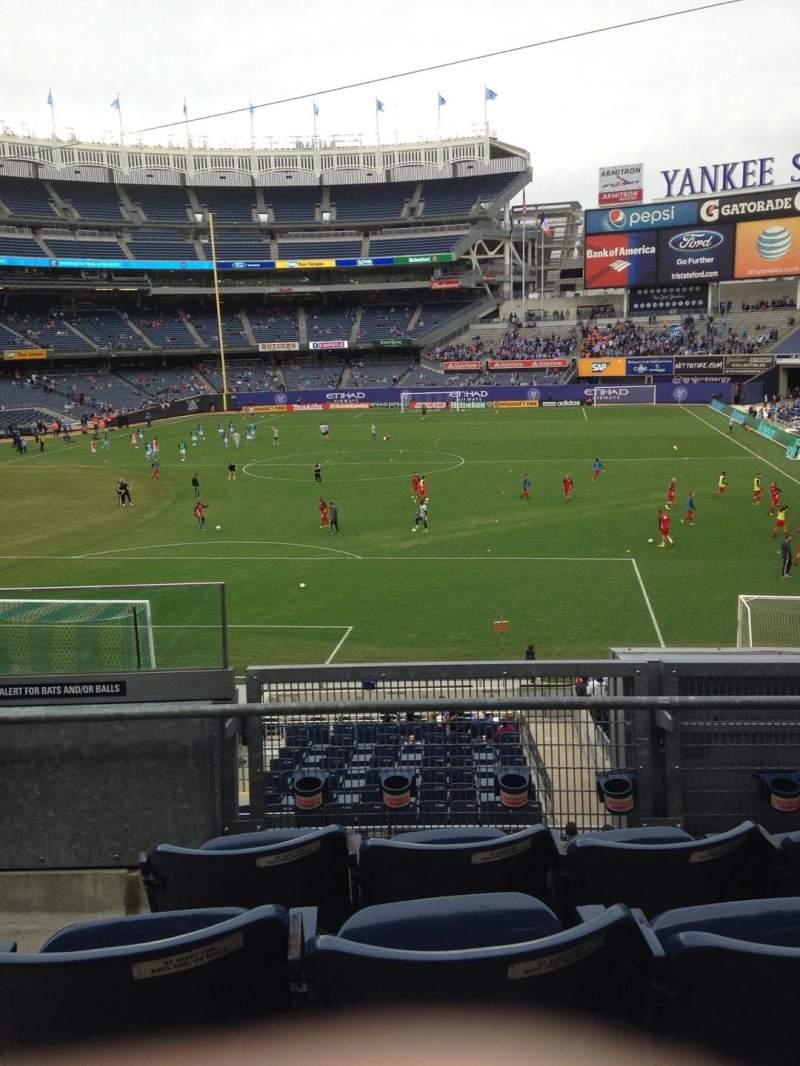 Vista sentada para Yankee Stadium Secção 211 Fila 4 Lugar 19