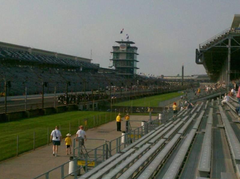 Vista sentada para Indianapolis Motor Speedway Secção Paddock 11 Fila H Lugar 10