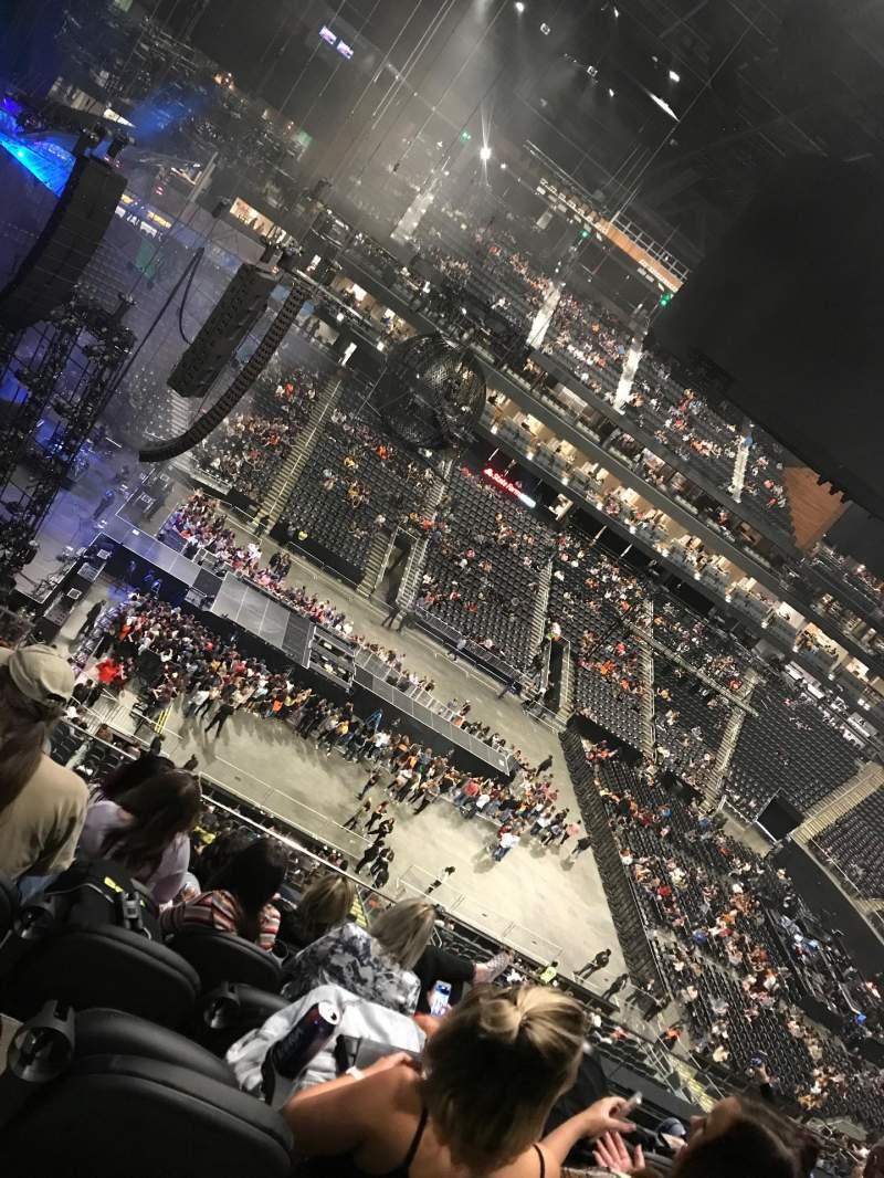 Vista sentada para State Farm Arena Secção 224 Fila F Lugar 17