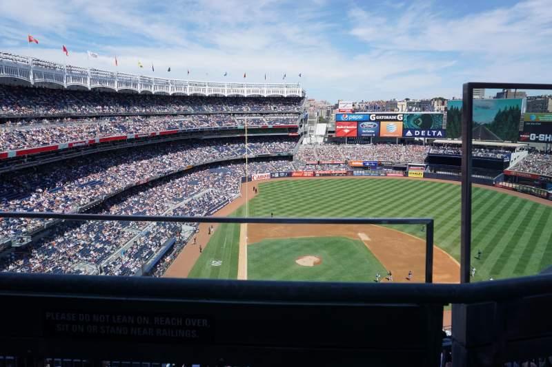 Vista sentada para Yankee Stadium Secção 418 Fila 1 Lugar 2