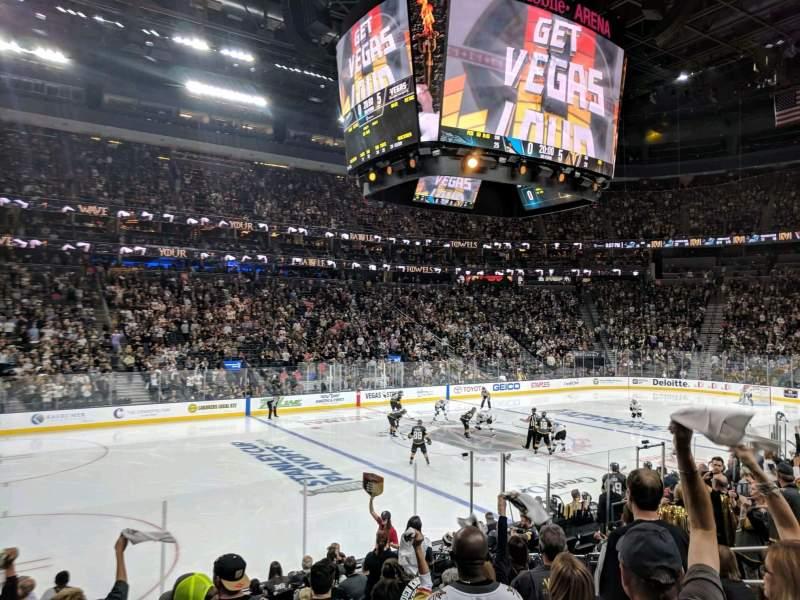Vista sentada para T-Mobile Arena Secção 4 Fila J Lugar 4