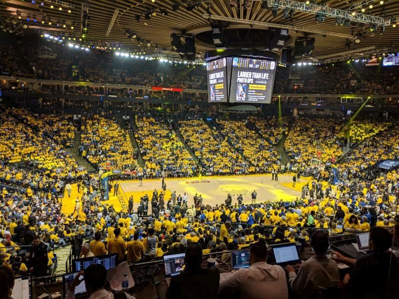 Vista sentada para Oakland Arena Secção C11 Fila 2 Lugar 2