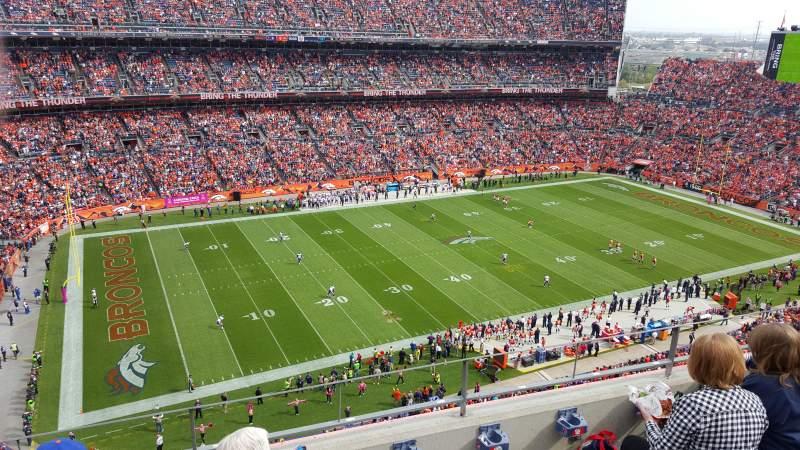 Vista sentada para Broncos Stadium at Mile High Secção 512 Fila 4 Lugar 10