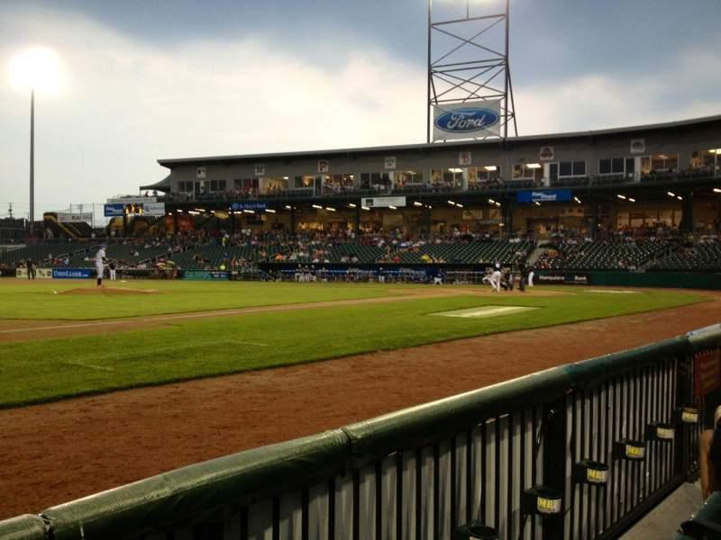 Vista sentada para Northeast Delta Dental Stadium Secção 104 Fila B Lugar 10