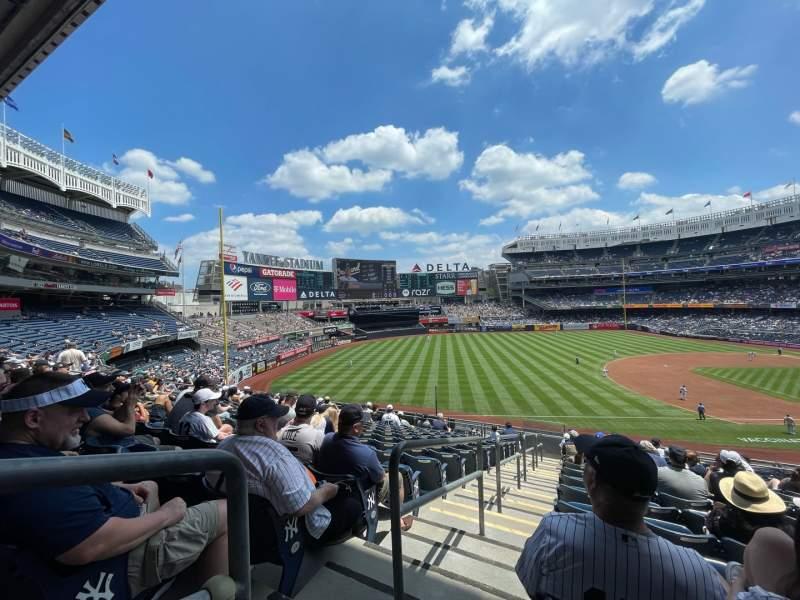 Vista sentada para Yankee Stadium Secção 227B Fila 14 Lugar 24