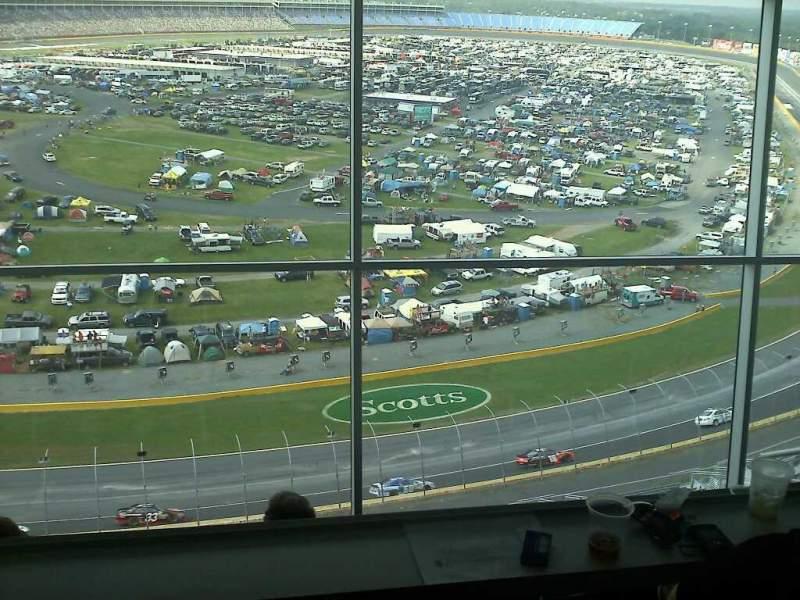 Vista sentada para Charlotte Motor Speedway Secção suite Fila 173 Lugar 51