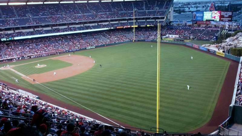 Vista sentada para Angel Stadium Secção 536 Fila K Lugar 9