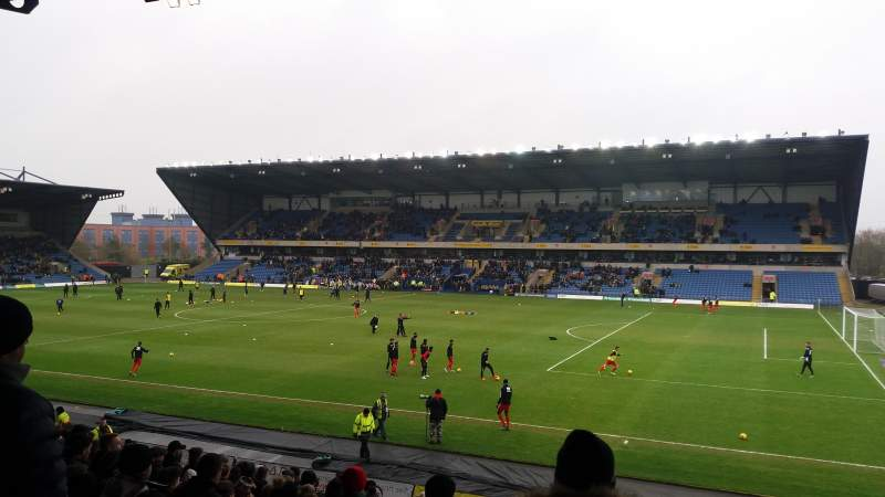 Vista sentada para Kassam Stadium Secção North Stand Fila T