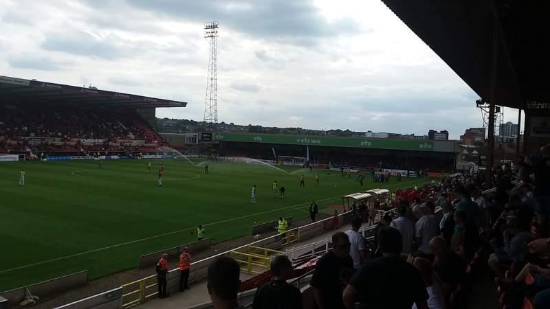 Vista sentada para County Ground Secção Arkells Stand