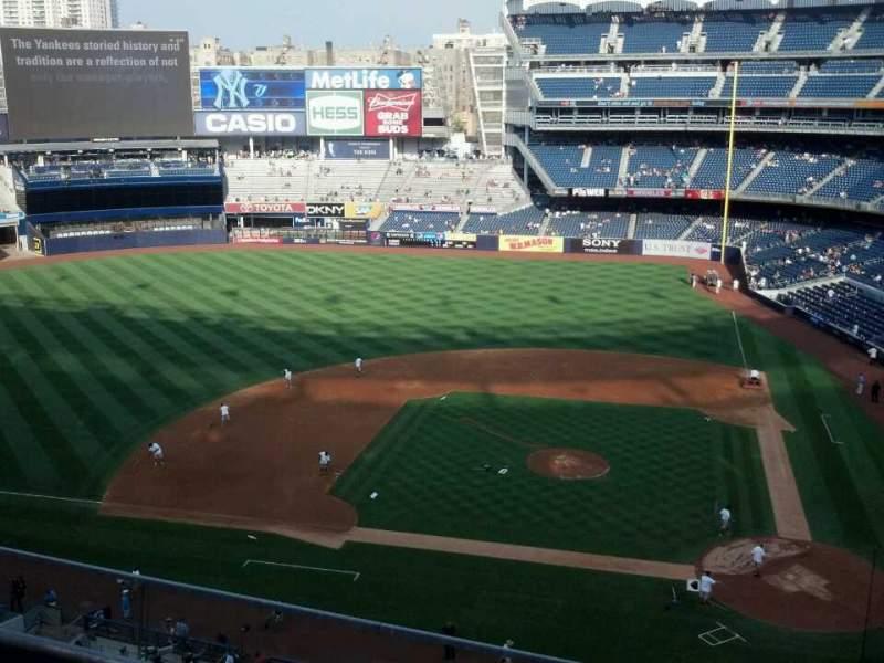 Vista sentada para Yankee Stadium Secção 323 Fila 3 Lugar 8