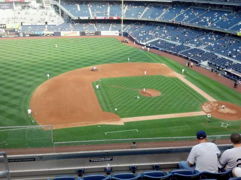 Vista sentada para Yankee Stadium Secção 325 Fila 6 Lugar 21