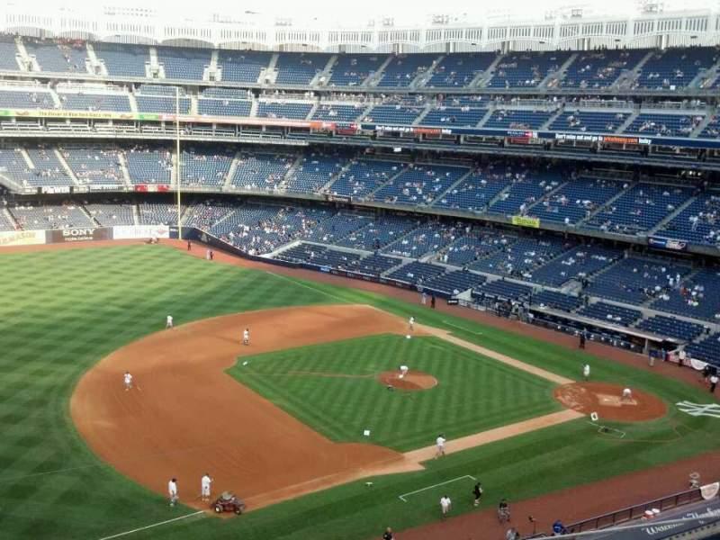 Vista sentada para Yankee Stadium Secção 327 Fila 4 Lugar 17