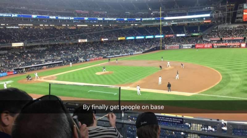 Vista sentada para Yankee Stadium Secção 214a Fila 3 Lugar 9