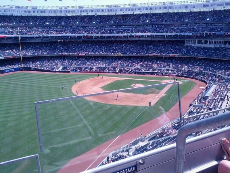 Vista sentada para Yankee Stadium Secção 332 Fila 2 Lugar 1