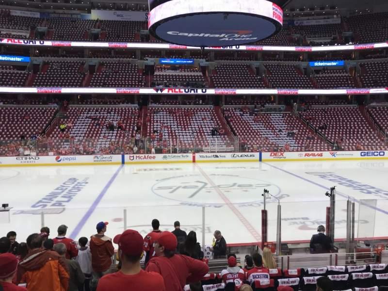 Vista sentada para Capital One Arena Secção 100 Fila M Lugar 3