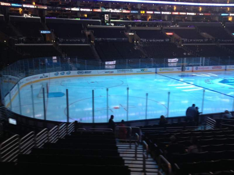 Vista sentada para Staples Center Secção 104 Fila 17 Lugar 1