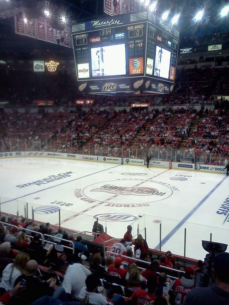 Vista sentada para Joe Louis Arena Secção 119 Fila 13 Lugar 4