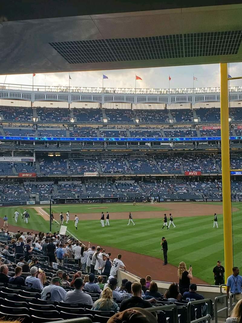 Vista sentada para Yankee Stadium Secção 107 Fila 16 Lugar 18