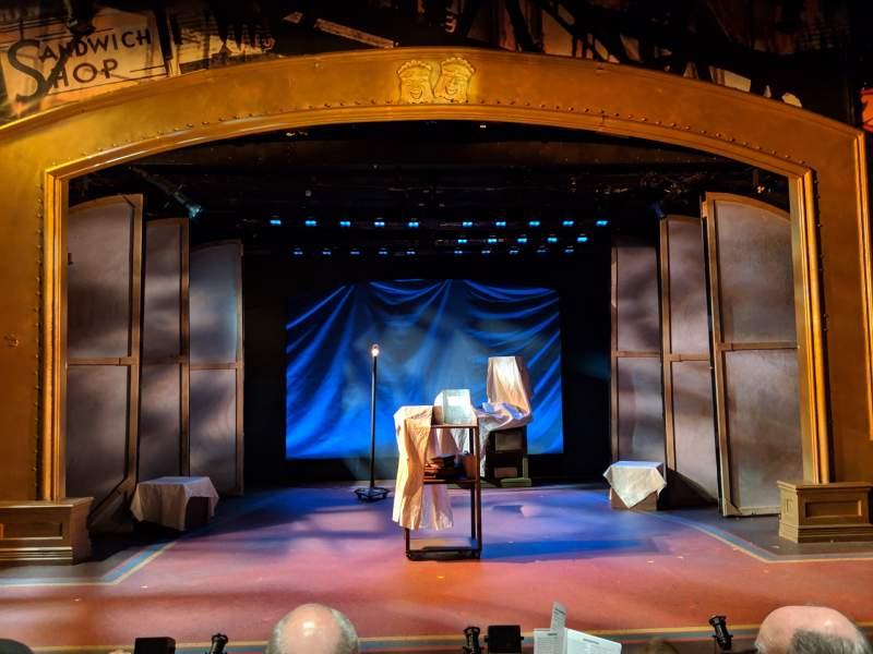 Vista sentada para York Theatre Secção Orchestra Fila C Lugar 7