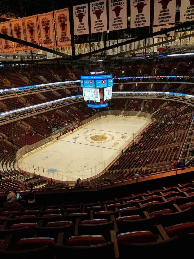 Vista sentada para United Center Secção 323 Fila 14 Lugar 13