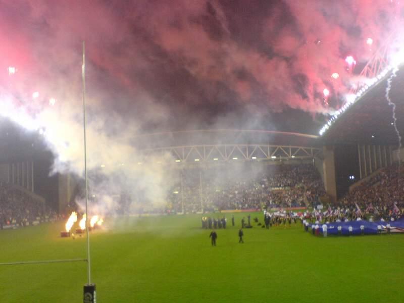 Vista sentada para DW Stadium Secção North Stand