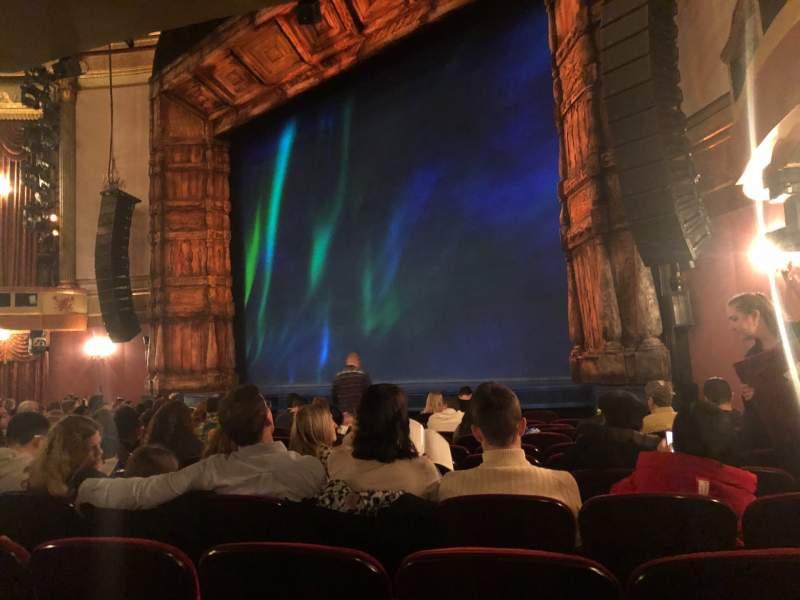 Vista sentada para St. James Theatre Secção Orchestra R Fila L Lugar 24