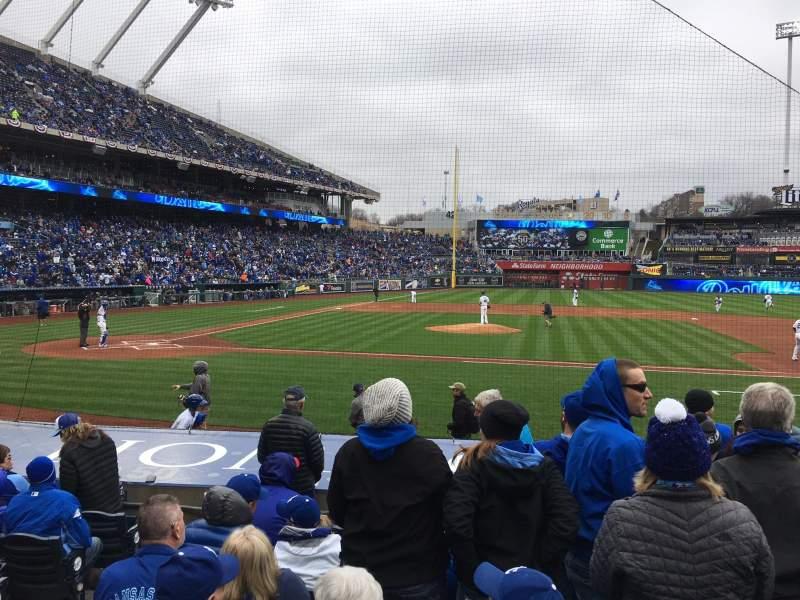 Vista sentada para Kauffman Stadium Secção 134 Fila H Lugar 4