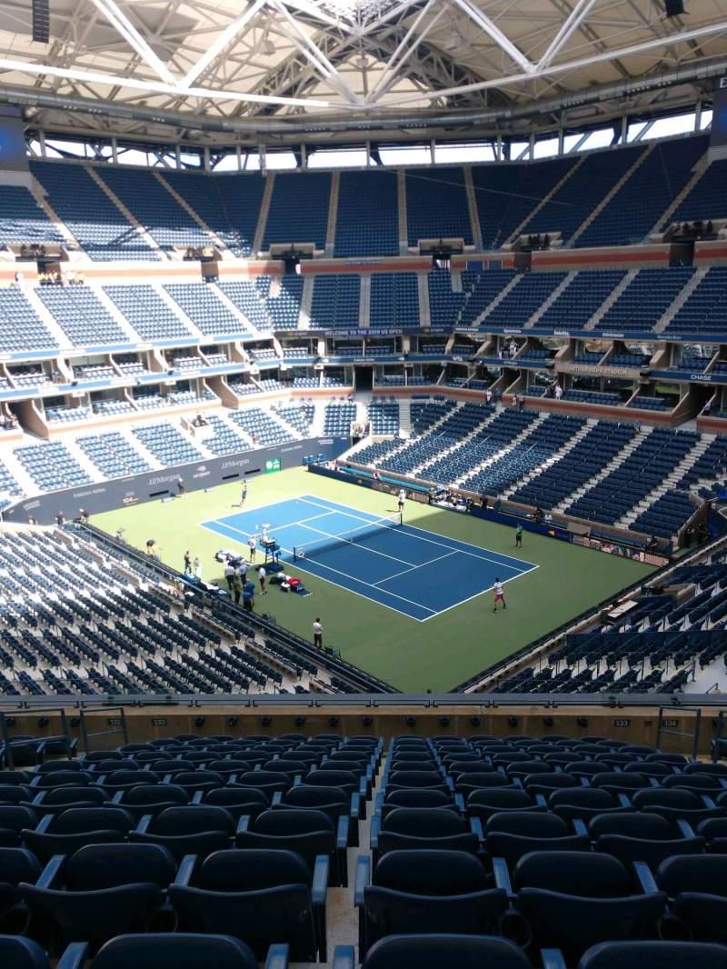 Vista sentada para Arthur Ashe Stadium Secção 133 Fila M Lugar 7