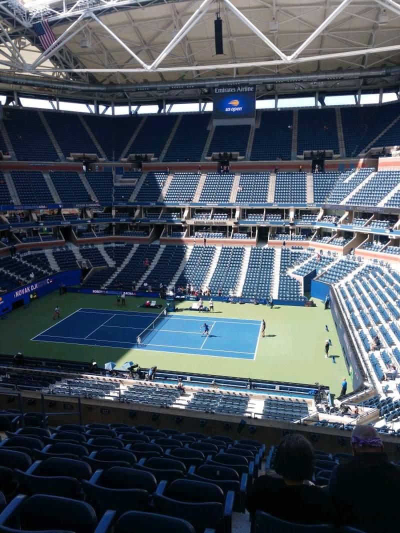 Vista sentada para Arthur Ashe Stadium Secção 112 Fila J Lugar 7