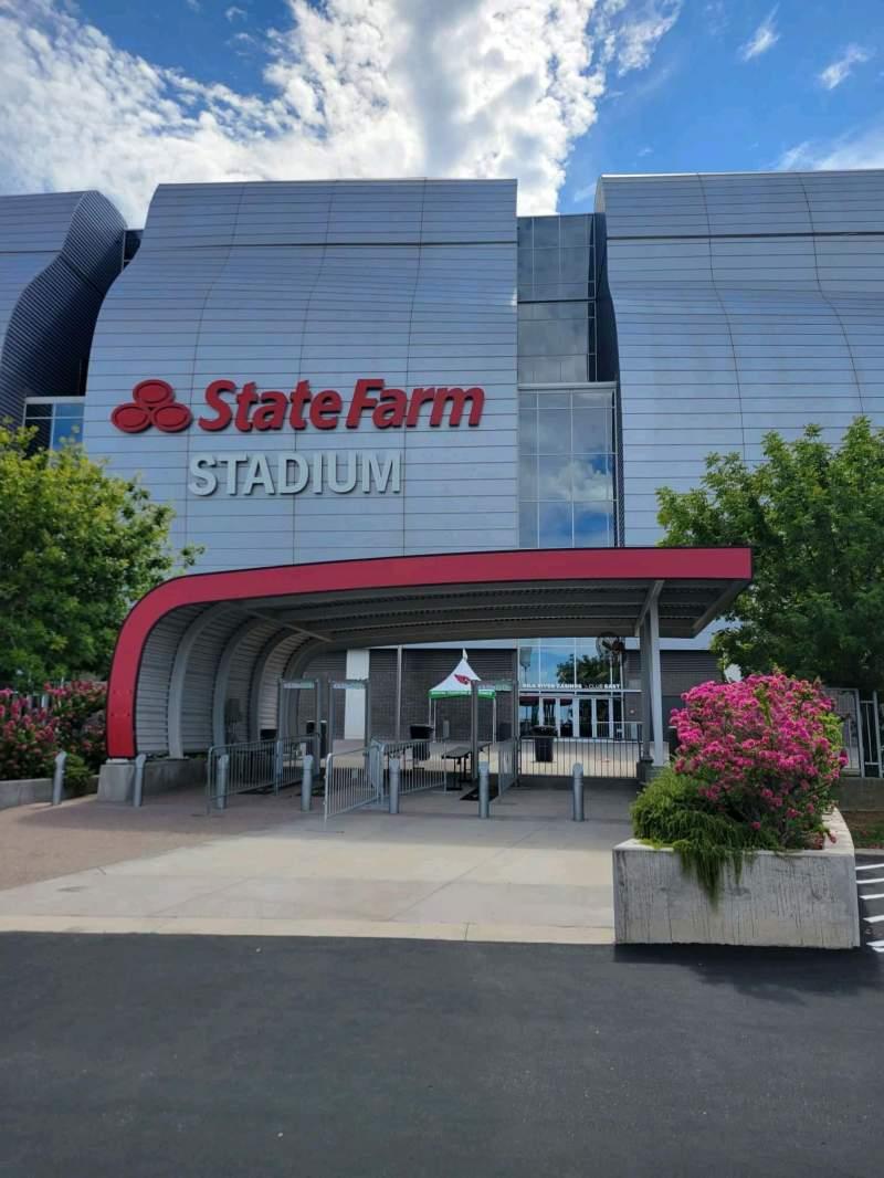 Vista sentada para State Farm Stadium Secção Gila river club east