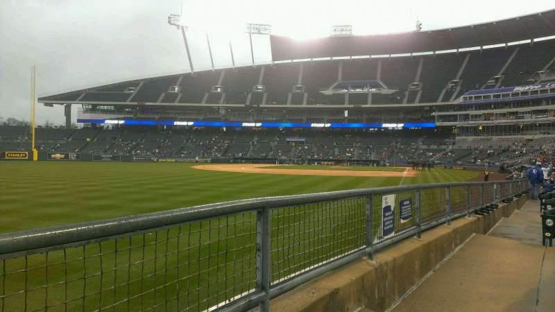Vista sentada para Kauffman Stadium Secção 108 Fila J Lugar 10