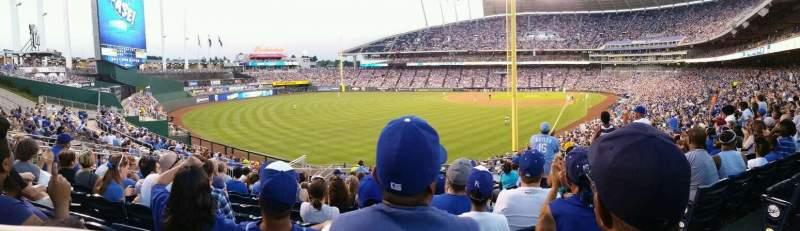 Vista sentada para Kauffman Stadium Secção 206 Fila NN Lugar 12