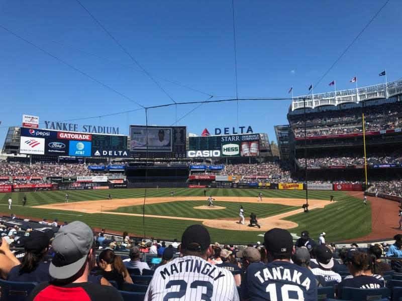 Vista sentada para Yankee Stadium Secção 121A Fila 13 Lugar 8