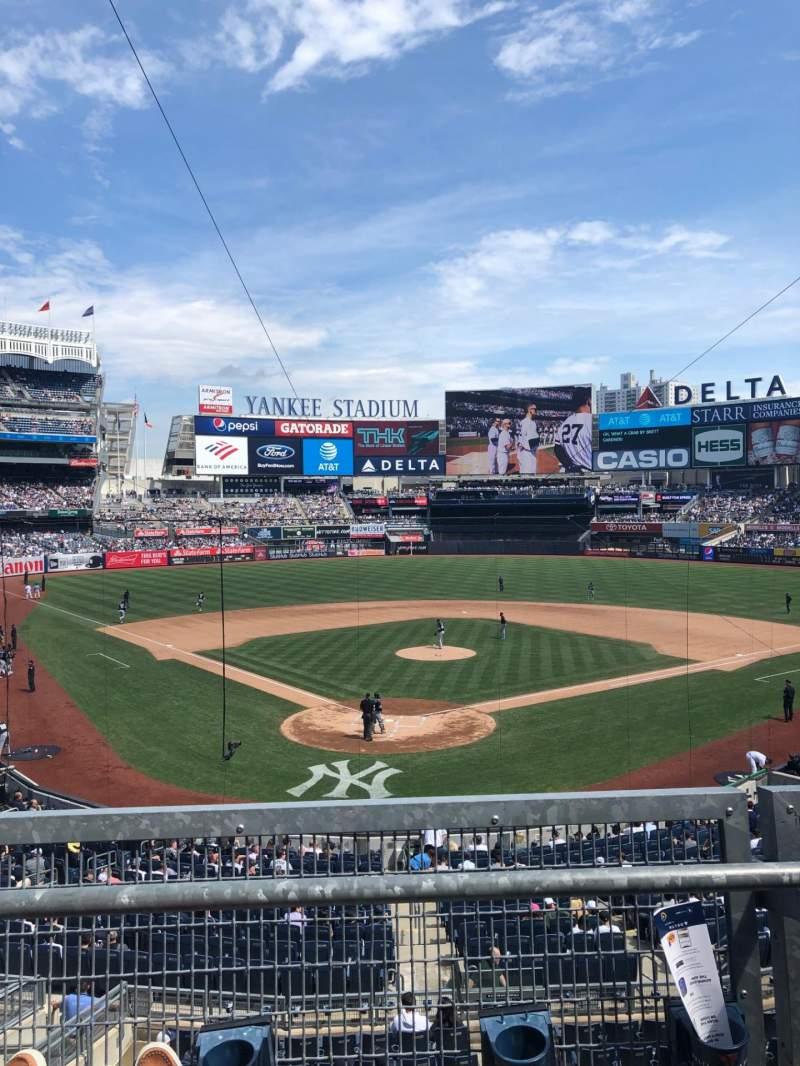Vista sentada para Yankee Stadium Secção 220A Fila 2 Lugar 8
