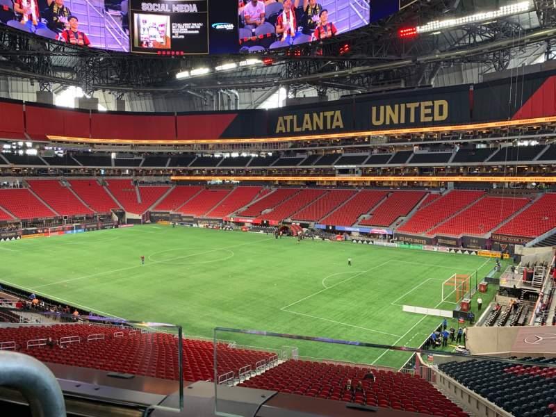 Vista sentada para Mercedes-Benz Stadium Secção Suite 102 Fila 1 Lugar 8