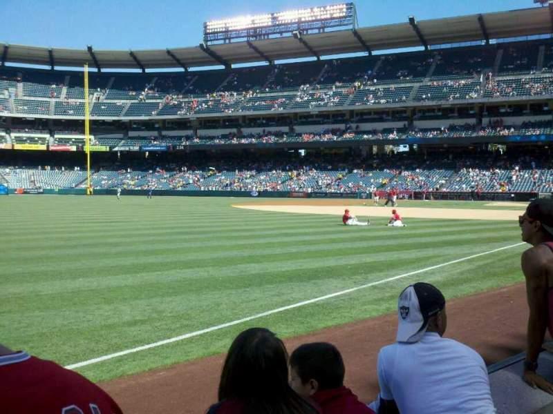 Vista sentada para Angel Stadium Secção 106 Fila B Lugar 9
