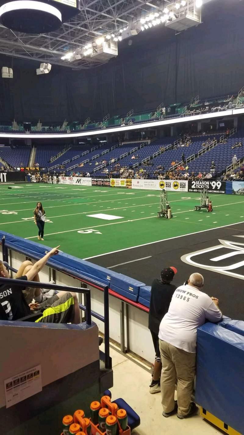 Vista sentada para Greensboro Coliseum Secção 114 Fila DD Lugar 1