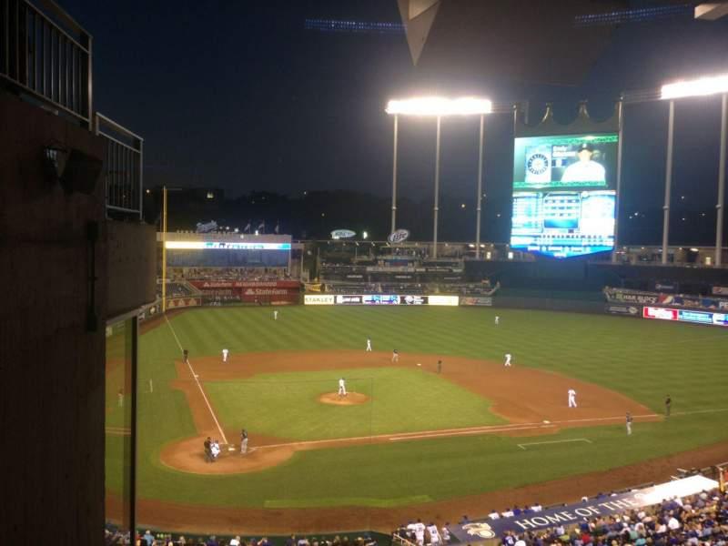 Vista sentada para Kauffman Stadium Secção 312 Fila G Lugar 1