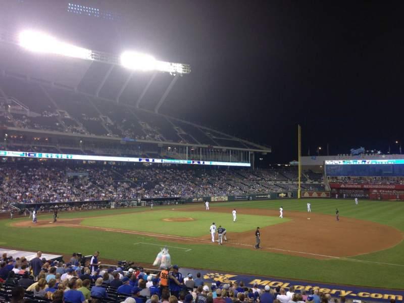 Vista sentada para Kauffman Stadium Secção 138 Fila X Lugar 11