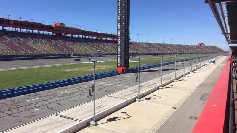 Vista sentada para Auto Club Speedway Secção TERR12