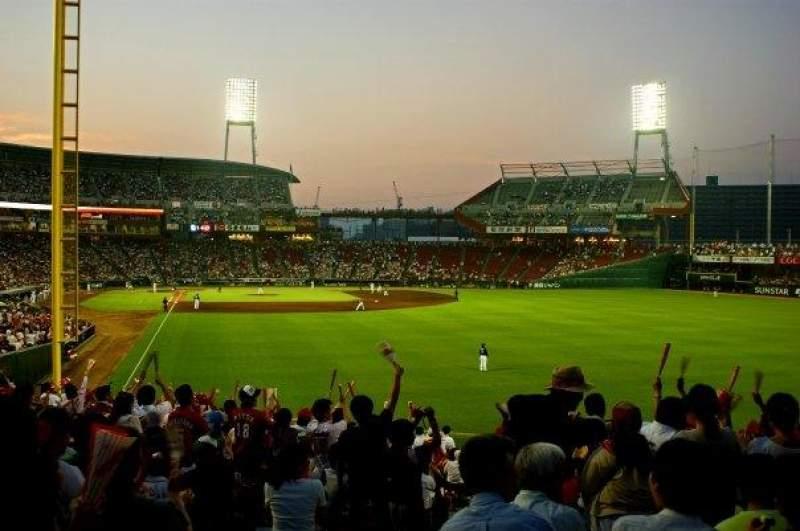 Vista sentada para Mazda Zoom Zoom Stadium Secção Outfield Reserved Fila 24 Lugar R661