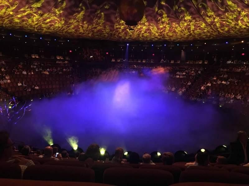 Vista sentada para Wynn Theatre Secção B Fila J Lugar 10